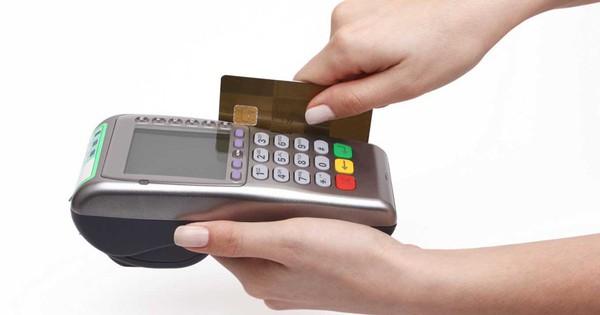 """Ngăn chặn hành vi """"thông đồng"""", trục lợi rút tiền mặt qua thẻ tín dụng"""