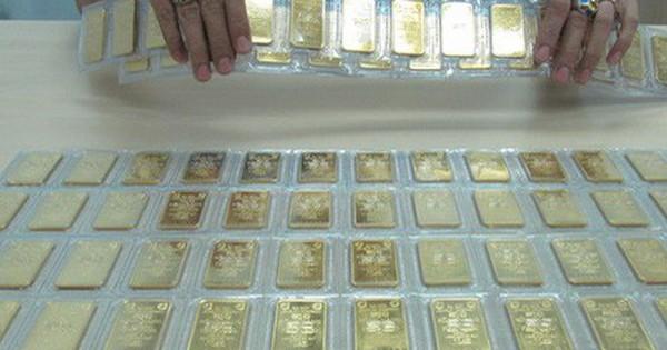 Giá vàng SJC tiếp tục rớt mạnh, chuyên gia vẫn dự báo tăng