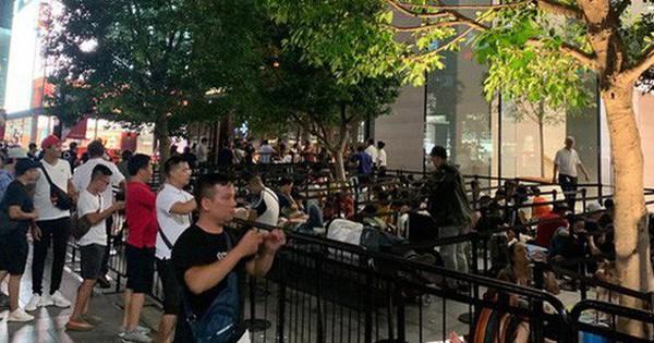 Từ Singapore: Cô gái Việt số thứ tự 01 kể hành trình xếp hàng 30 tiếng ''săn'' iPhone