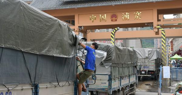 Vì sao 500 xe nông sản Việt Nam bị ''tắc'' ở cửa khẩu Tân Thanh?
