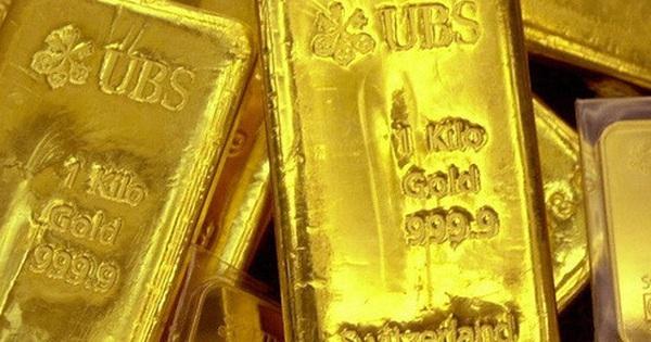 Bi quan về triển vọng kinh tế toàn cầu, nhà đầu tư mua gom vàng