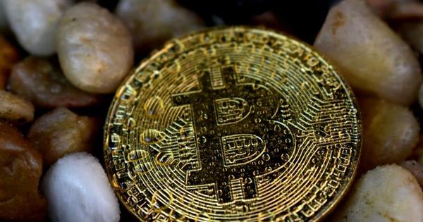 Bitcoin lên đỉnh chớp nhoáng rồi rơi tự do