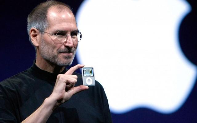 Là con nuôi, luôn gây rắc rối ở trường và học vượt 2 lớp: Tuổi thơ của Steve Jobs cũng dữ dội chẳng kém ai!