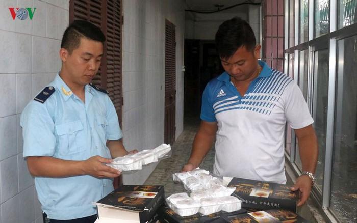 Thu giữ lô hàng 1.200 chiếc bánh Trung thu nhập lậu