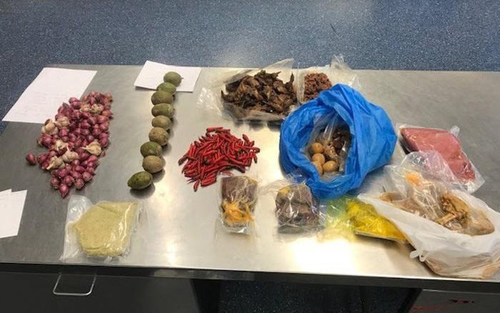 Mang thịt lợn nhập cảnh Úc, một người Việt bị trục xuất