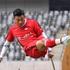 Chàng trai mất một chân do ung thư vẫn chống nạng đá bóng cực khéo, trở thành hiện tượng Internet ở Trung Quốc