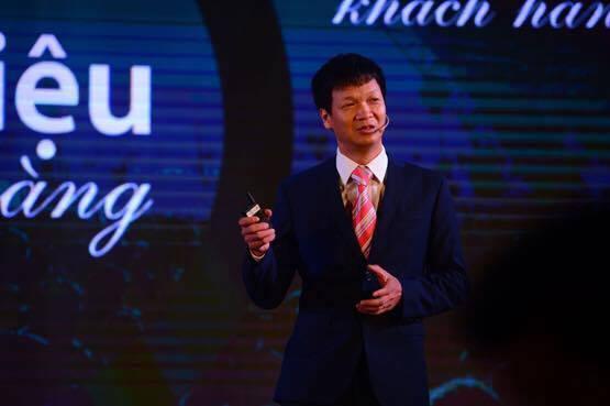 Ông Nguyễn Việt Dũng tại buổi họp báo kỷ niệm 12 năm Viettel kinh doanh dịch vụ di động.