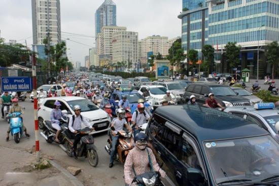 7h15, tại nút giao Lê Văn Lương - Hoàng Ngân thường xuyên xảy ra tắc đường (Ảnh tư liệu Báo Tin Tức).