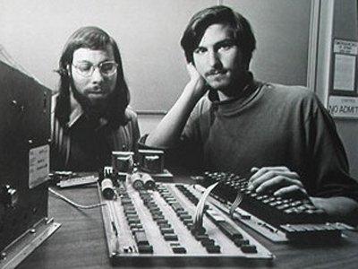 Steve Jobs (bên phải)