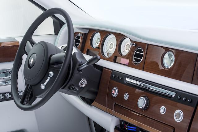 Serenity Phantom là chiếc Rolls-Royce mang đẳng cấp hoàng gia