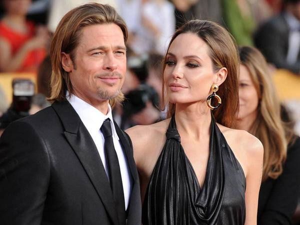 Angelina nộp đơn ly dị chồng hôm thứ hai với đề nghị được nuôi cả sáu đứa con.