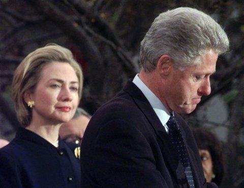 Nhiệm kỳ 2, Tổng thống Mỹ Bill Clinton phải hứng chịu nhiều sóng gió liên quan tới bê bối tình ái.