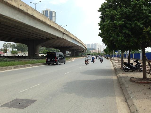Đường Nguyễn Xiển đoạn trước mặt dự án.