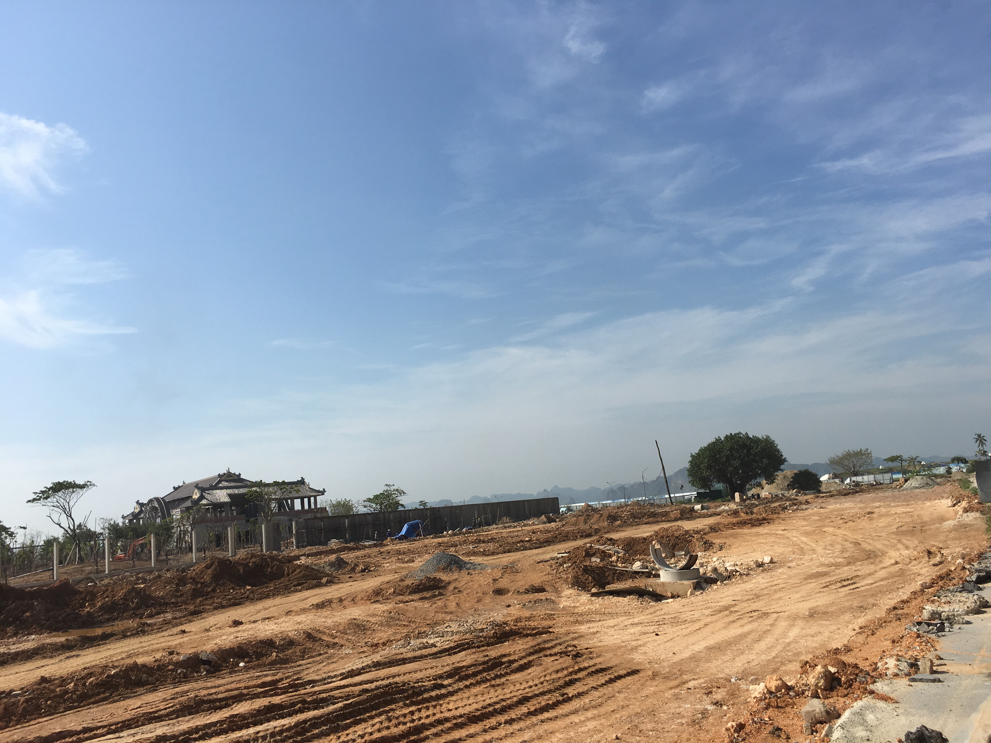 """Nhiều hạng mục giải trí hấp dẫn như thế giới trò chơi mạo hiểm cùng tàu lượn siêu tốc """"khủng"""" nhất Việt Nam, công viên nước sảng khoái mang tên Vịnh Lốc Xoáy...sẽ được xây dựng."""