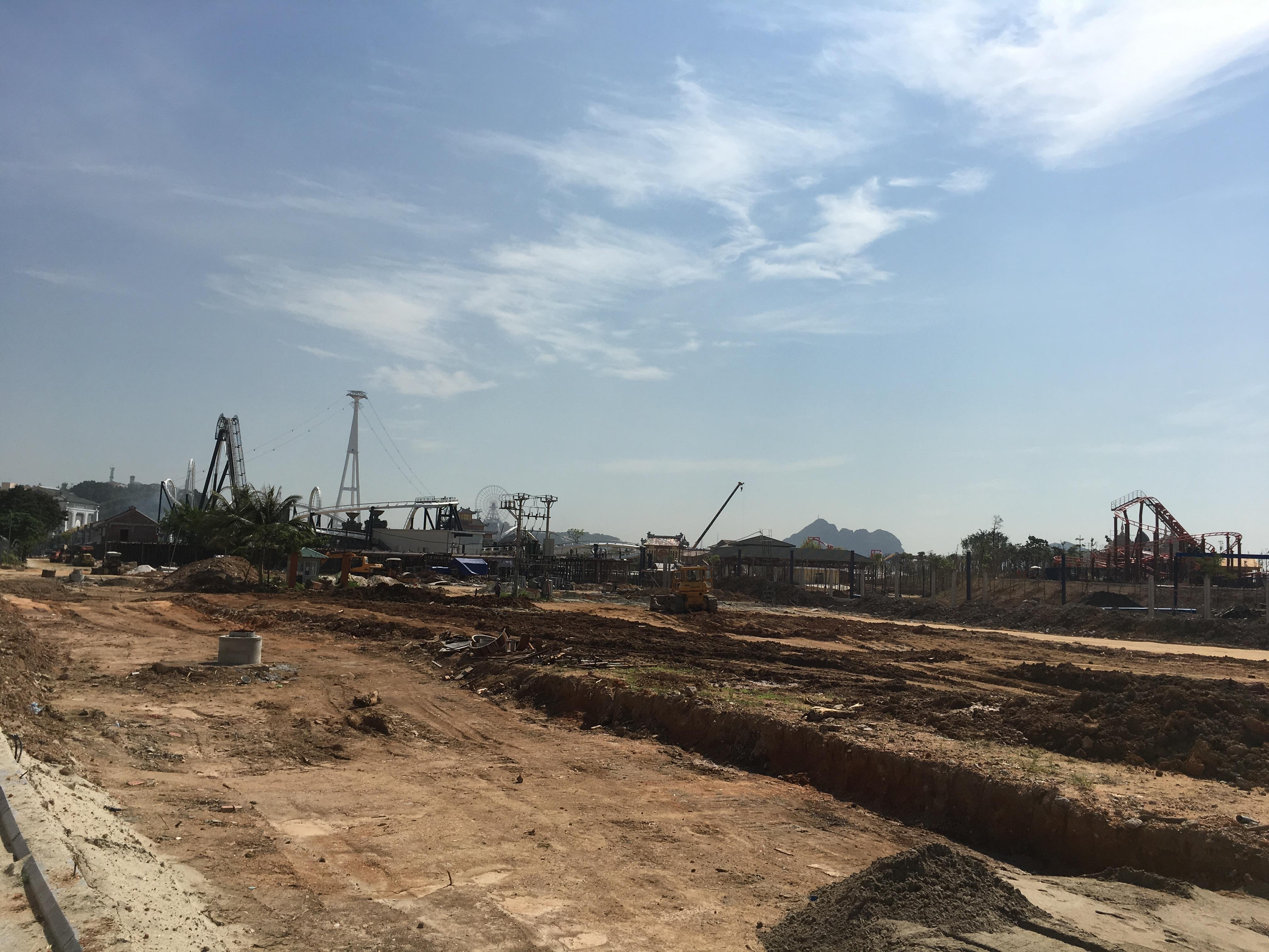 Công trường giai đoạn 2 khu du lịch giải trí Hạ Long Park đang rầm rộ triển khai.