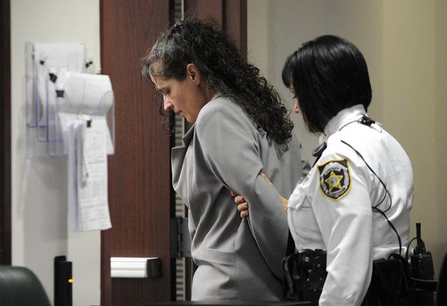 Dorice Moore trong ngày phán quyết mức án chung thân vì giết người.