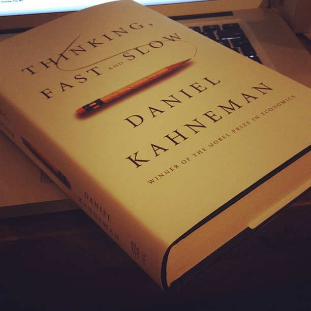 Cuốn Suy nghĩ, nhanh và chậm của tác giả Daniel Kahneman.