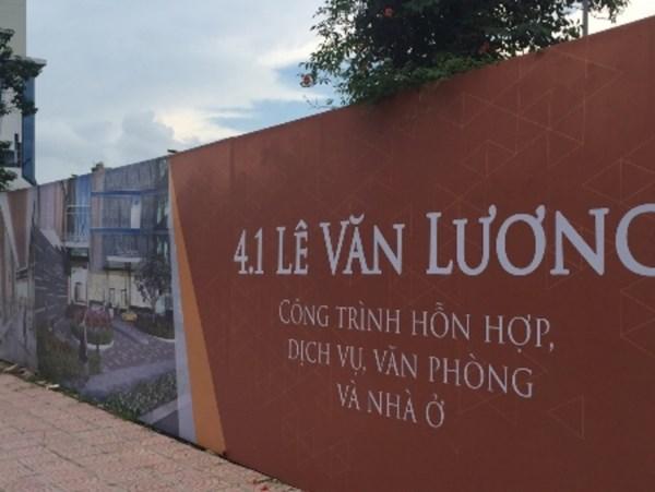 Một dự án bị bỏ hoang trên đường Lê Văn Lương.