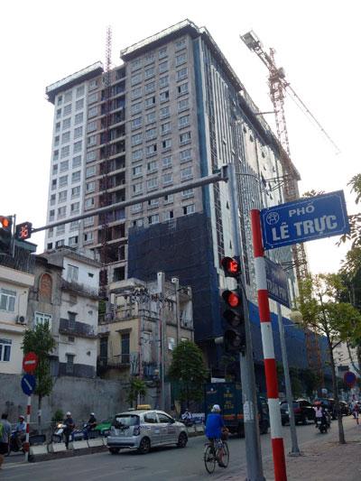 Tòa nhà 8B Lê Trực xây vượt 16 m, tương đương 5 tầng