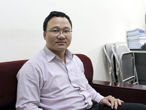 Ông Khuất Việt Hùng