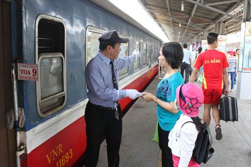 Ngành đường sắt cần phải đầu tư, đổi mới để thu hút hành khách Ảnh: HOÀNG TRIỀU