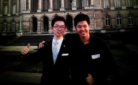 Vũ Minh Hoàng (bìa trái). Ảnh: VNExpress