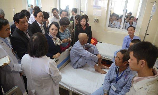 Bộ trưởng Nguyễn Thị Kim Tiến thị sát bệnh viện K cơ sở 3, bức xúc khi phát hiện vẫn có 4 bệnh nhân/giường
