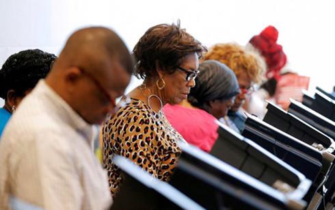 Cử tri Mỹ đi bỏ phiếu bầu Tổng thống