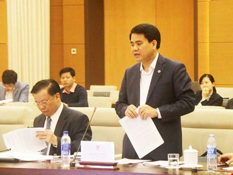 Chủ tịch UBND TP Hà Nội Nguyễn Đức Chung đang đề xuất các cơ chế đặc thù cho Hà Nội tại phiên họp của Ủy ban Thường vụ Quốc hội ngày 20-12. Ảnh: QH