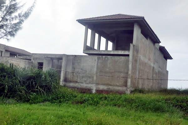 Một trong những dự án căn hộ ven biển bỏ hoang sau cơn sốt đất hơn 5 năm trước.