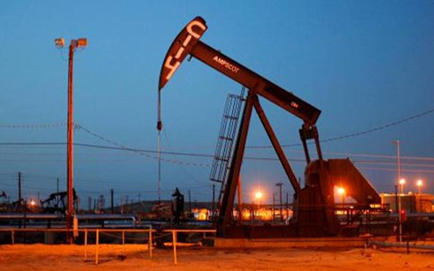 Giá dầu tăng mạnh trước ngưỡng cửa năm 2017. (Ảnh: CNBC)