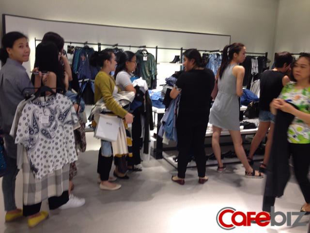 Quản lý Zara Việt Nam bất ngờ vì lượng khách đông ngoài sức tưởng tượng - Ảnh 1.