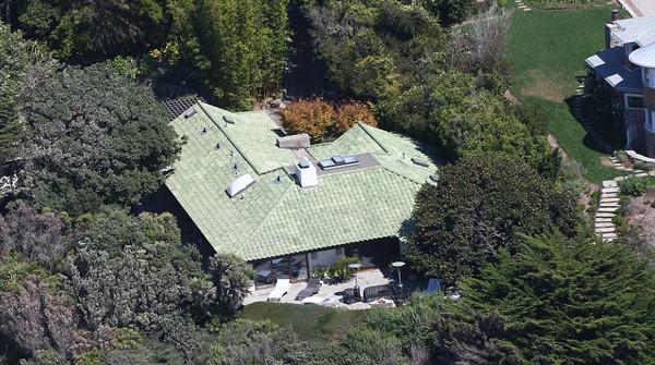 Angelina Jolie đã âm thầm thuê căn biệt thự này từ trước khi đệ đơn lý hôn với Brad Pitt vào hôm 19/9.