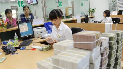 Khách hàng mất tiền trong sổ tiết kiệm và tài khoản, ngân hàng không thể đổ lỗi hoàn toàn cho khách. Ảnh: Hồng Vĩnh.