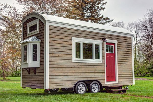Ngôi nhà gỗ xinh xắn 14,2m2 được thiết kế lạ mắt với mái vòm và những bánh xe di động.