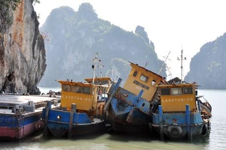 Những con tàu ma, tài sản nghìn tỷ của Vinashinlines thả nổi tại Hạ Long.