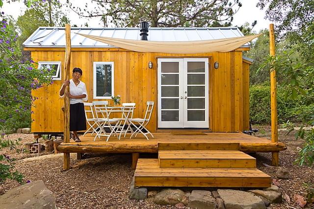 Ngôi nhà gỗ nhỏ xinh với sắc vàng đặc trưng của nữ kiến trúc sư trẻ Vina Lustado.