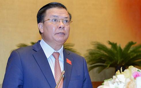 Bộ trưởng Bộ Tài chính Đinh Tiến Dũng trình bày trước Quốc hội về dự án Luật Quản lý, sử dụng tài sản nhà nước (sửa đổi)