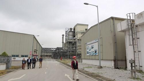 Những khu kho, bể chứa đóng cửa nhiều tháng qua cùng với nhà máy. Ảnh: Như Ý