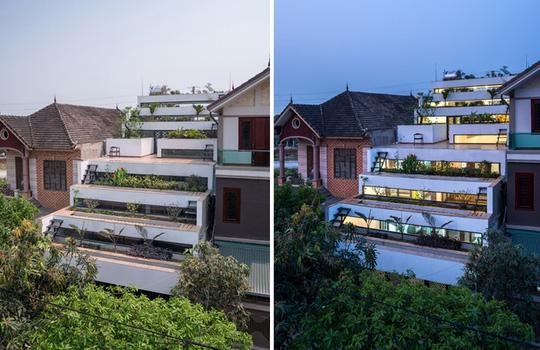 Khu vực trồng trọt chính là vườn bậc thang được bố trí trên mái. Hai bên sườn dốc là hệ thống thủy lợi để tưới tiêu cho khu đất nông nghiệp.