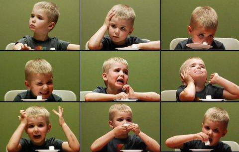 9 sắc thái của đứa trẻ trước khi chấp nhận từ bỏ và ăn kẹo.
