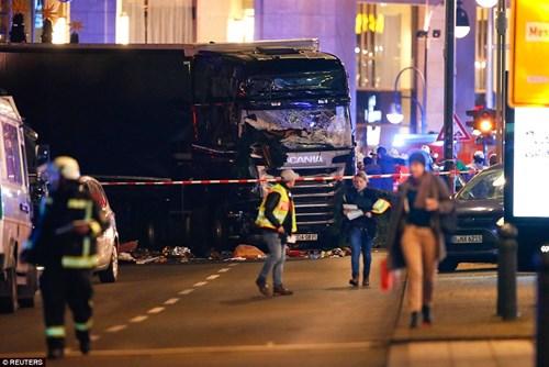 Cảnh sát và Bộ Nội vụ Đức nghi ngờ vụ việc có thể liên quan đến khủng bố.