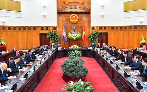 Hai Thủ tướng dẫn đầu đoàn đại biểu cấp cao hai nước tiến hành hội đàm