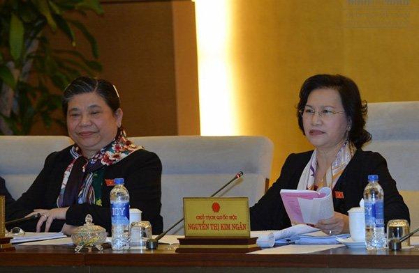 Chủ tịch QH Nguyễn Thị Kim Ngân và Phó chủ tịch QH Tòng Thị Phóng. Ảnh: VPQH