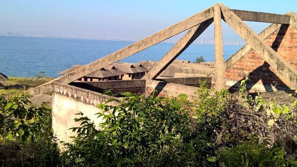 Dự án nghỉ dưỡng và căn hộ cao cấp ven biển Đà Nẵng bỏ hoang do chủ đầu tư bỏ của chạy lấy người