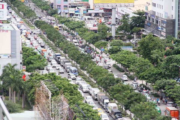 Cửa ngõ sân bay Tân Sơn Nhất thường xuyên xảy ra cảnh ùn tắc trong năm 2016