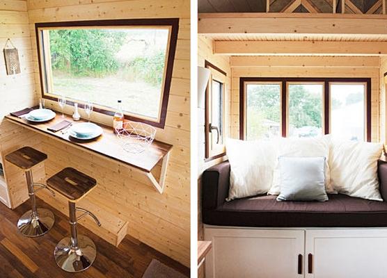 Một bàn ăn nhỏ gọn nơi cửa sổ với view nhìn ra ngoài tuyệt đẹp.