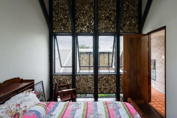 Phòng ngủ tuy nhỏ nhưng thoáng sáng và sạch sẽ.
