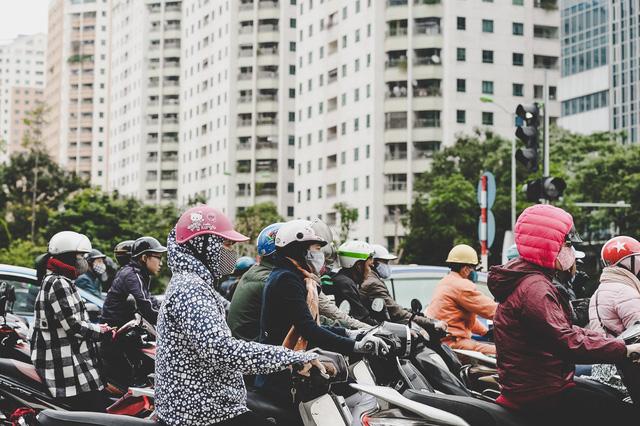 Khu đô thị Trung Hòa – Nhân Chính là một trong những khu đô thị đầu tiên ở thủ đô, ra đời đã hơn 20 năm. Trước đây, đó là một chung cư lý tưởng đối với người dân, còn nay trở thành điểm nóng về mật độ xây dựng khi xung quanh đó các dự án liên tục mọc lên.