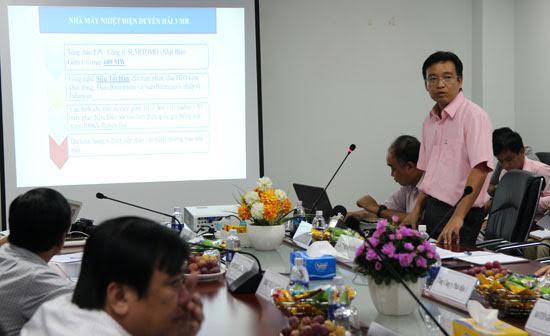 Ông Nguyễn Việt Dũng, Trưởng Ban quản lý dự án nhiệt điện 3 trình bày về dự án tại cuộc họp sáng nay